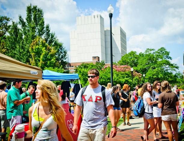 Students intermingle and check out the UNCG campus during fall kickoff