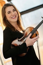 Photo of Nadjia Salerno-Sonnenberg with her violin