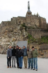 Group photo of students and faculty sightseeing in France