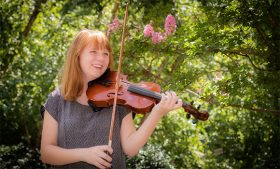 Photo of Laura Teague with violin
