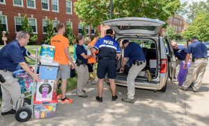Photo of UNCG Police helping at move-in