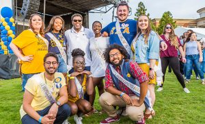 Group photo of students with Chancellor Gilliam