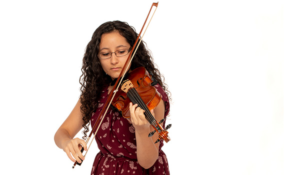 Photo of Dixie Ortiz playing violin.