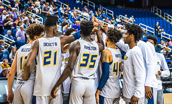 Record-breaking men's basketball season comes to close