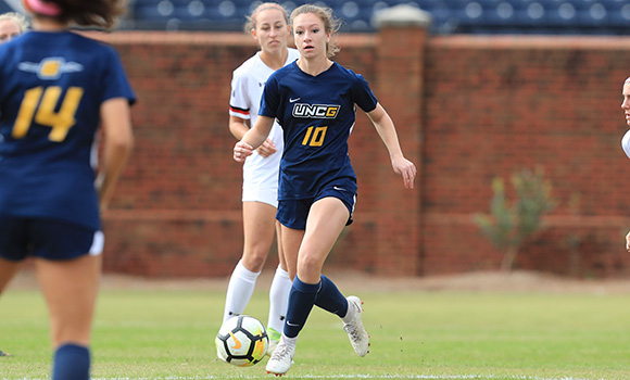 Fall sports kick off with men's, women's soccer games