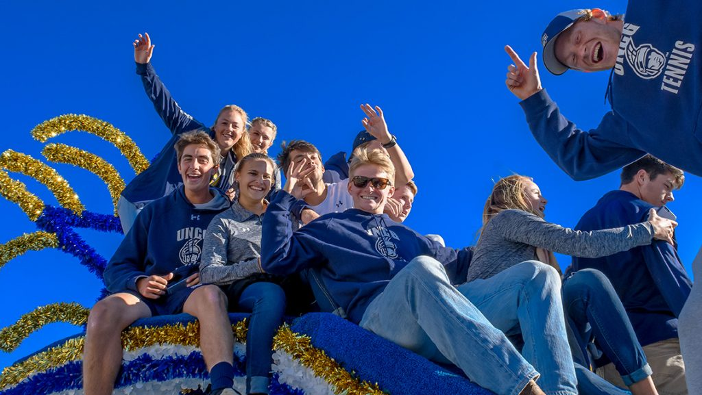 Students pose for a picture during Homecoming parade