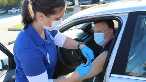 Photo of nursing student giving a flu shot